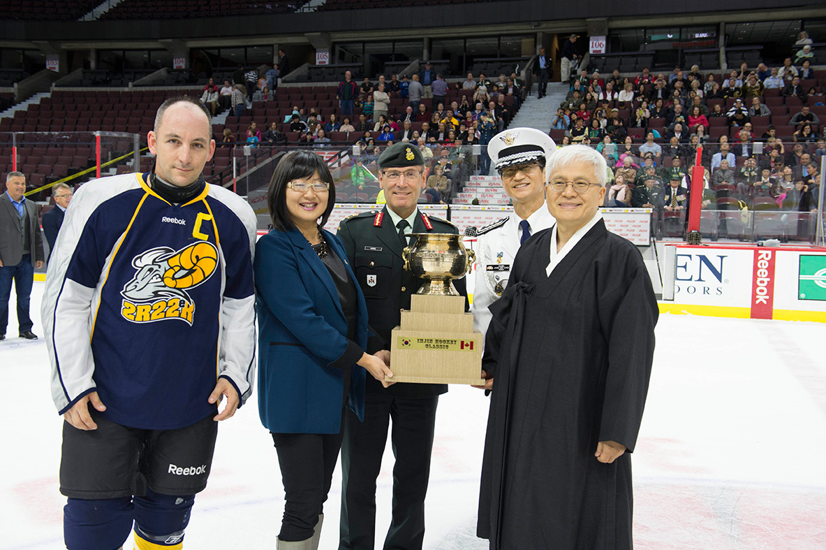 Left to right: The Imjin River Memorial Cup is presented to Lieutenant-Colonel Steve Jourdain, the captain of the Royal 22e Régiment (Van Doos) hockey team by Senator Yonah Martin; then Commander of the Canadian Army, Lieutenant-General Hainse; Republic of Korea's Defence Attaché to Canada, Colonel Jang Min Choi; and Korean Ambassador, Daeshik Jo for the victory against Princess Patricia's Canadian Light Infantry in the Imjin Classic hockey game held at the Canadian Tire Centre on September 26, 2015. Photo by: Corporal Chase Miller, Canadian Forces Support Unit (Ottawa). ©2015 DND/MDN Canada