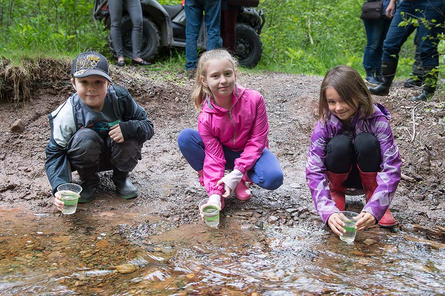Students Lucas, Leah and Olivia participate in Fish Friends Field Day at 5th Canadian Division Support Group Gagetown, in Oromocto, New Brunswick on June 6, 2017. 