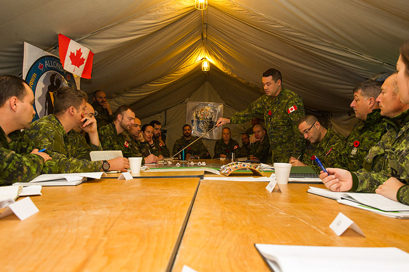 Members of 5 Canadian Mechanized Brigade headquarters and International partners, plan and review upcoming events during Exercise TRiDENT JUNCTURE, in Fremo, Norway, on October 27, 2018. Photo: MCpl Pat Blanchard Photographer, 2 Div CA det Saint-Jean SJ04-2018-0350-018